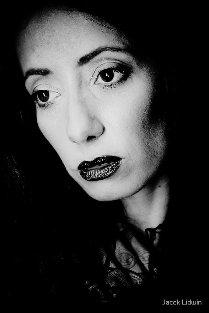 portrait of woman 1 by Jacek Lidwin