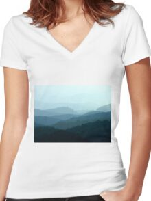 Mountain Waves Women's Fitted V-Neck T-Shirt