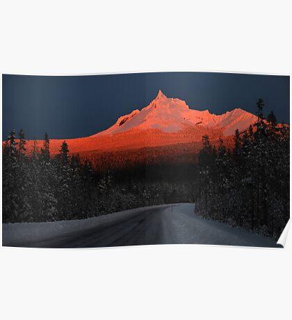 Alpenglow on Mt. Thielsen Poster
