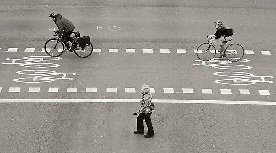 Crossing by adriangeronimo