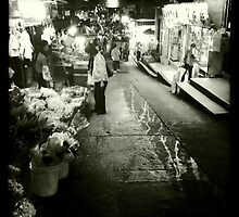 Night at the market by robigeehk