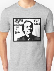Julian Assange has a Wiki T-Shirt