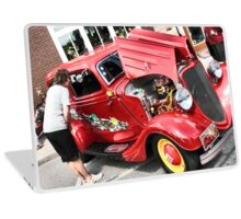 """""""The M&M's Car, 1933 'Flathead' Ford V8""""... prints and products Laptop Skin"""