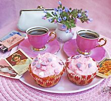 Pink cupcakes by Paola Svensson