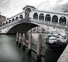 Rialto Bridge by dgt0011