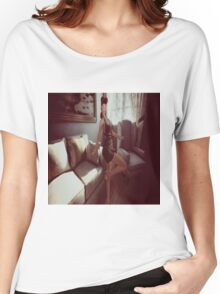 Retro queen of the manor Women's Relaxed Fit T-Shirt