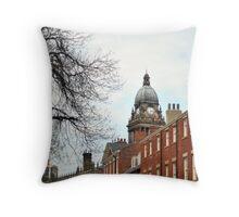 Leeds, Live it, Love it Throw Pillow