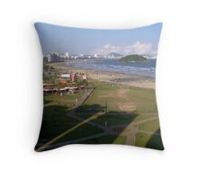 Sombras na Praia!!! Throw Pillow