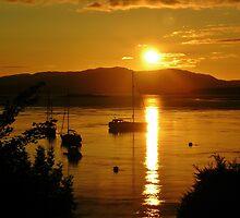 Evening in Oban by lezvee