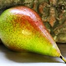 Pear by RosiLorz