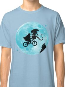 E.T. vs Aliens Classic T-Shirt
