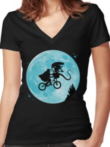 E.T. vs Aliens Women's Fitted V-Neck T-Shirt