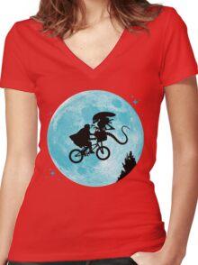 E.T. vs Aliens Women's Fitted V-Neck T-Shirt