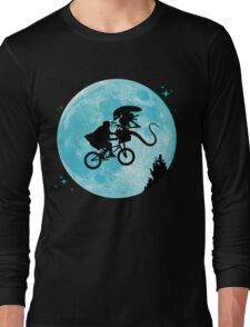 E.T. vs Aliens Long Sleeve T-Shirt