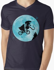 E.T. vs Aliens Mens V-Neck T-Shirt