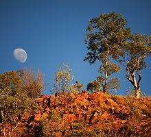 moonset over red rock by Les Pink