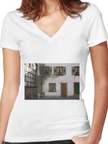 Facade Women's Fitted V-Neck T-Shirt