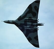 Avro Vulcan XH558 (Spirit of Great Britain) by mike  jordan.