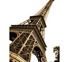 Skewed Eiffel Tower by ax4u
