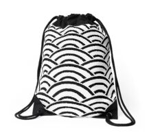 Black and White Scallop V2 Drawstring Bag
