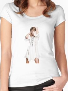 Model Taylor Swift Women's Fitted Scoop T-Shirt
