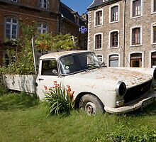 Garden truck in boulogne by Keith Larby