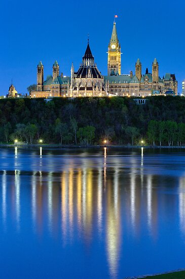 Canadian Parliament - Dusk by Stephen Beattie