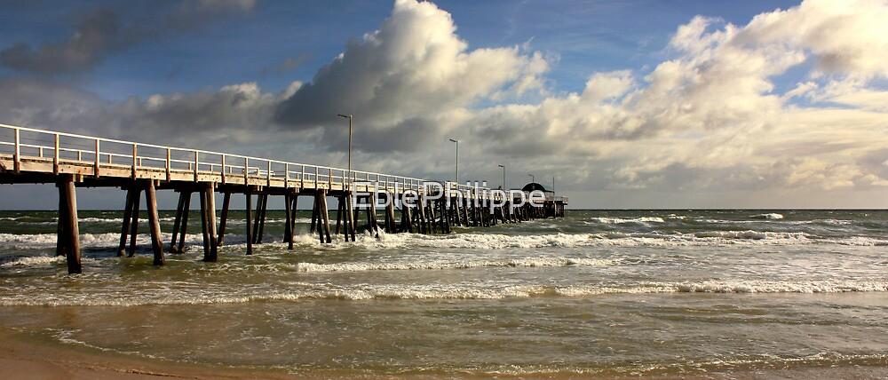 Henley pier by EblePhilippe