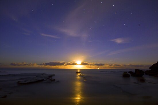 Moon rising-71sec-f8- iso 200 by Doug Cliff