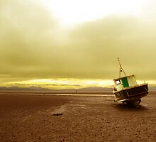 Boat at low tide by harryjoy