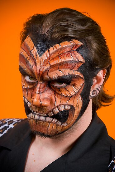 extreme body painting on face