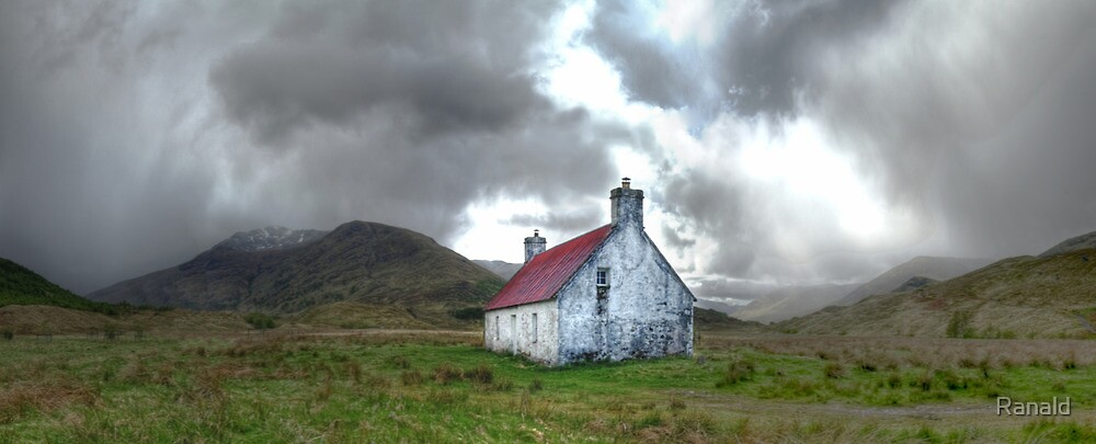 Athnamulloch bothy by Ranald