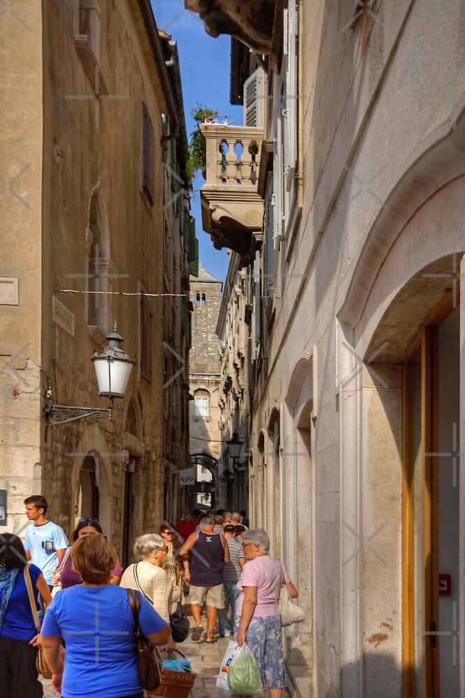 An alleyway in Split by Tom Gomez