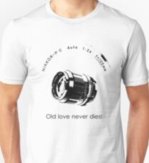 Nikkor 105mm Black Old love never dies! T-Shirt