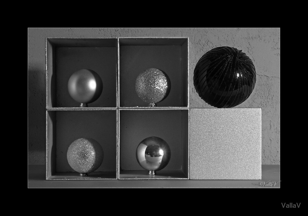 Spheres in Cubes #2 by VallaV