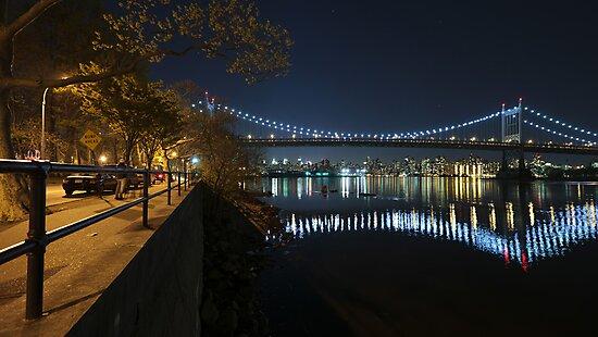 Manhattan in motion - Astoria park by mindrelic