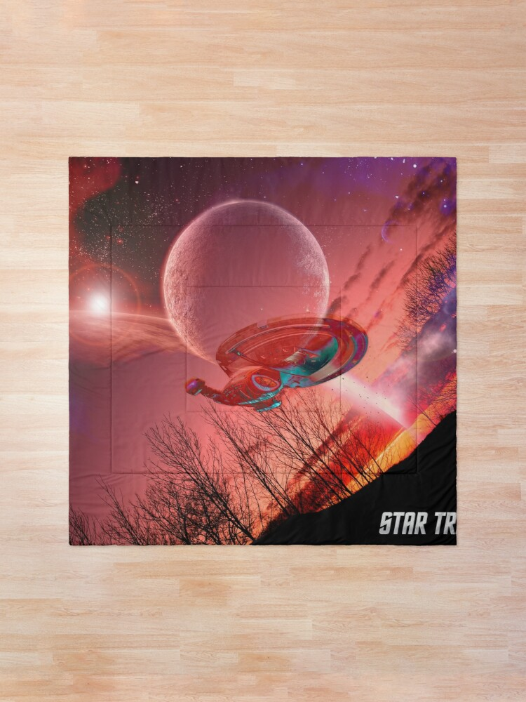 Alternate view of Star Trek, Voyager spaceship Comforter