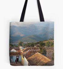 Las montañas de Trinidad Tote Bag