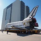 Atlantis arriving at the VAB by chibiphoto