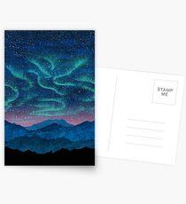 Postales Aurora boreal sobre montañas