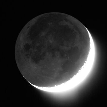 Crescent Moon with Earthshine by DuncanW