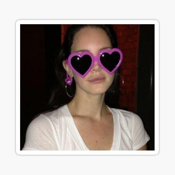 Lana Del Rey en gafas de sol de corazón Pegatina
