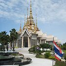 Wat Toh Phommarangsi by Hugh Fathers