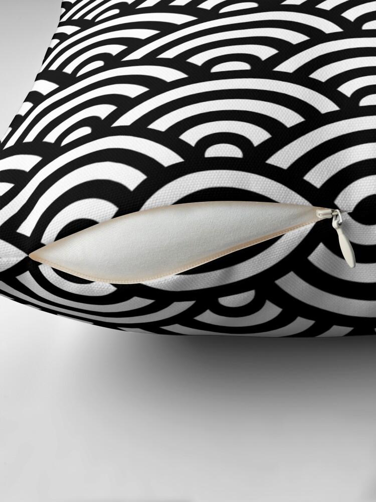 Alternative Ansicht von Black Japanese Inspired Waves Shell Pattern Dekokissen