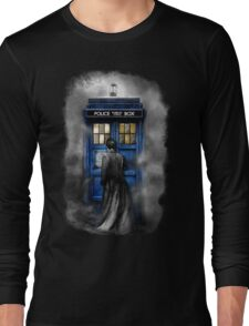 Mysterious Time traveller with Black suit Long Sleeve T-Shirt