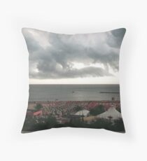 Il temporle in  arrivo.... Throw Pillow