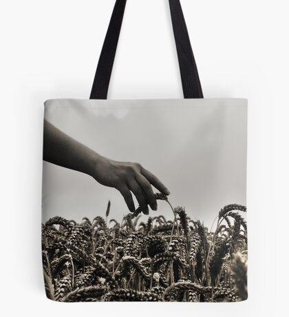 Streicheln der Weizen Tote Bag