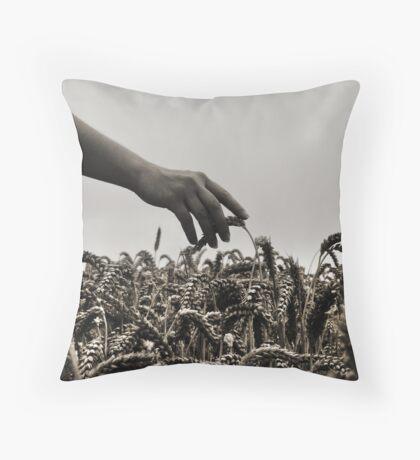 Streicheln der Weizen Throw Pillow