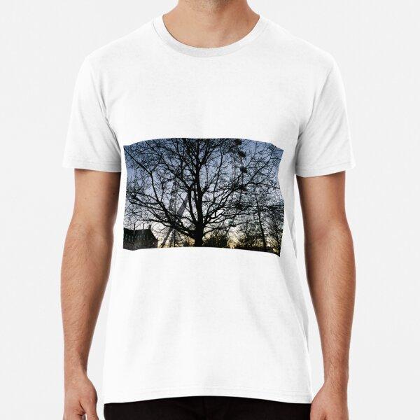 London Eye view thru trees near it Premium T-Shirt