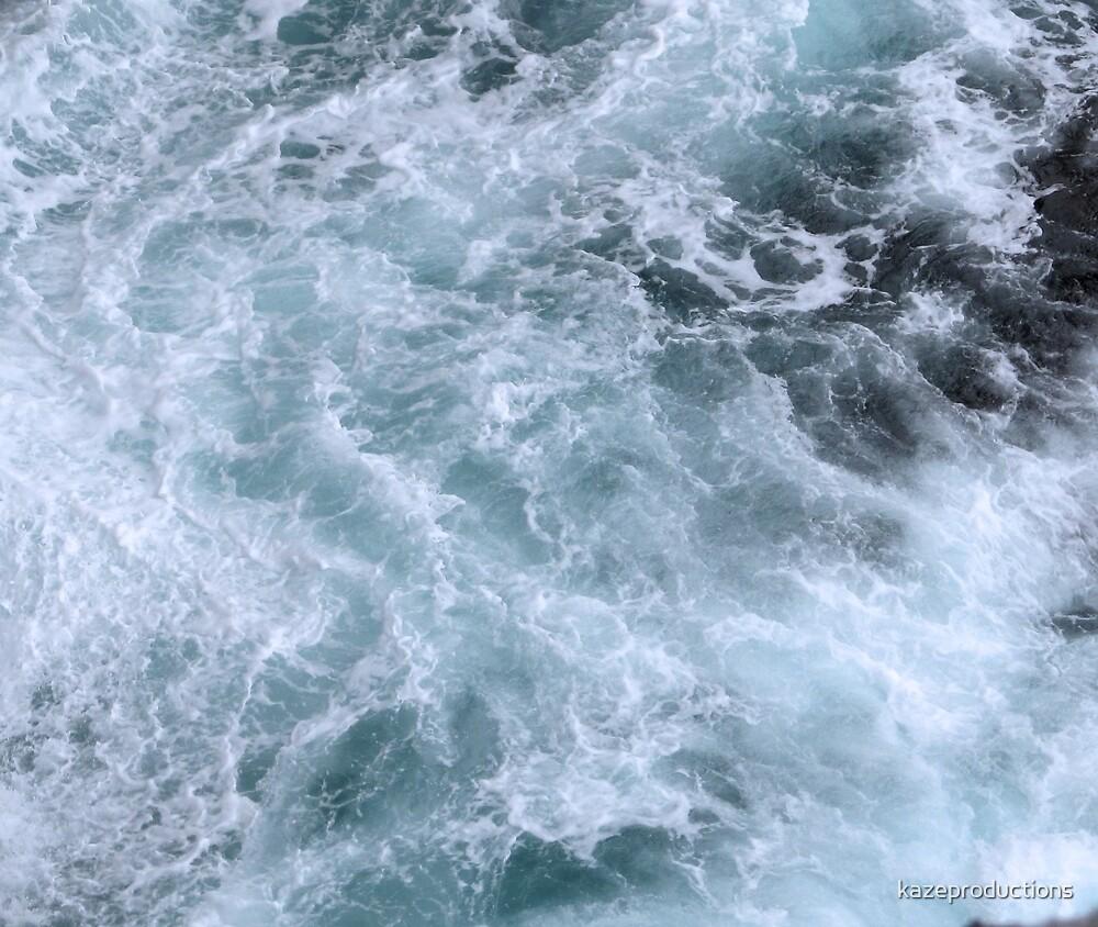 Celtic waves hitting the coast by kazeproductions